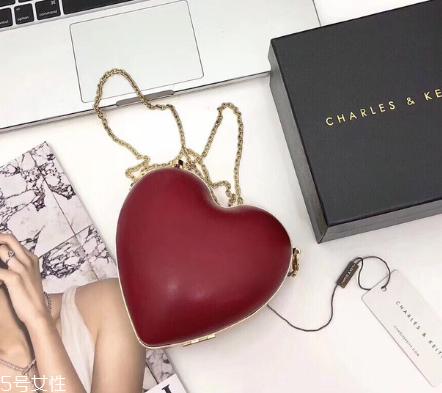 小ck爱心包多少钱 凹造型必备款包包