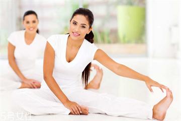 练瑜伽可以开空调吗 夏天练瑜伽的注意事项