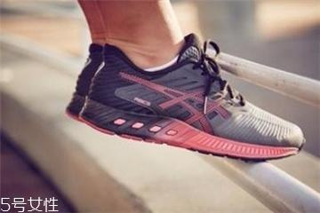 跑鞋可以用洗衣机洗吗 会损坏洗衣机