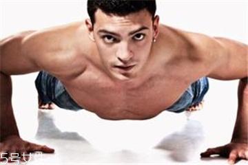 俯卧撑能练胸肌吗 这样做可以练胸肌