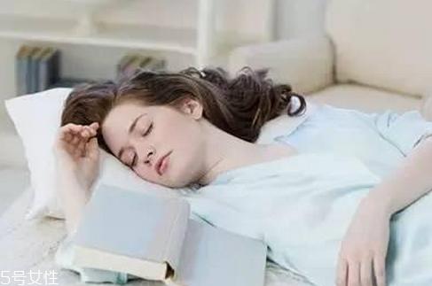 睡觉突然抖一下的原因 睡觉突然抽搐