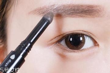 为什么自己化妆不好看 4种错误影响你的颜值