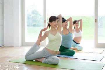 练瑜伽前可以吃饭吗 空腹练瑜伽也并非硬性规定