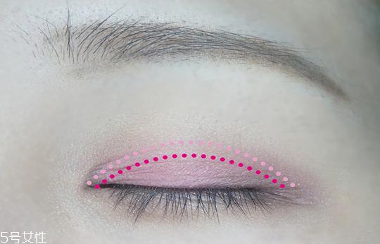 粉色眼影怎么化好看 pony大神也爱的粉色妆容