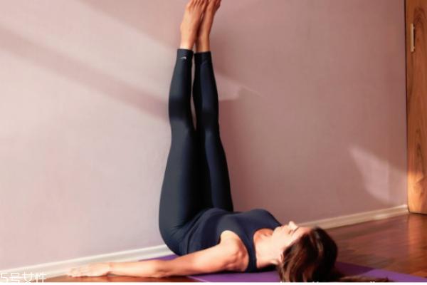 腿向上靠墙式 腿向上靠墙式正确姿势 腿向上靠墙式的好处