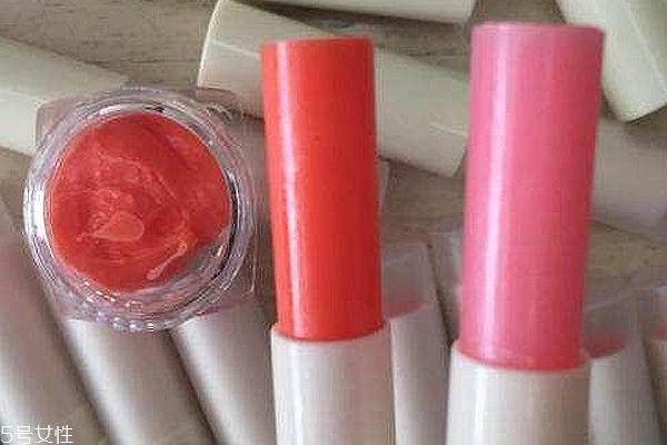 唇色深用什么润唇膏好 防晒唇膏能预防暗沉