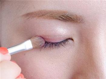 韩式无辜泪眼妆的画法图片