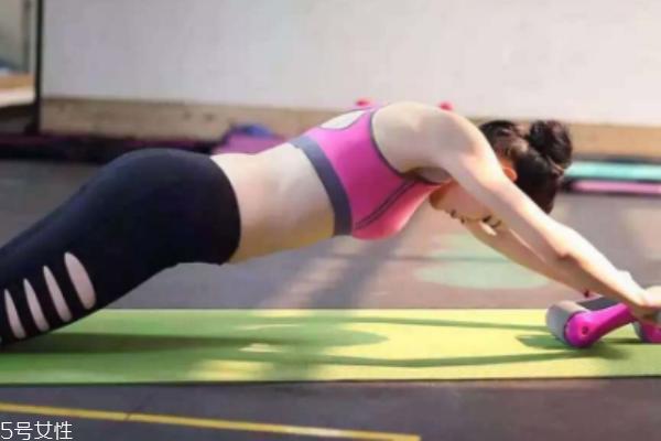 健腹轮多久能练出腹肌 看每个人的使用情况