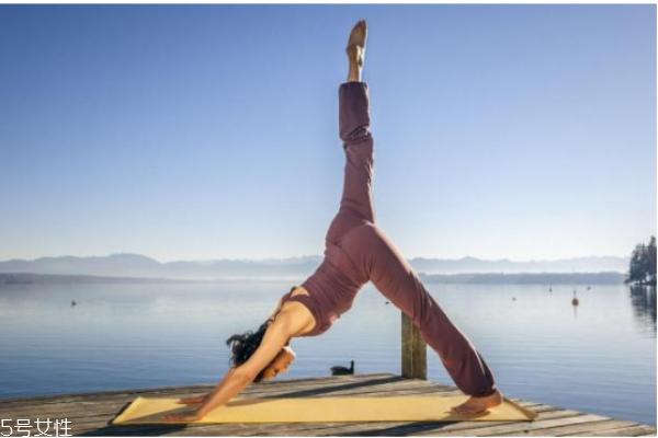 练瑜伽可以矫正驼背吗 练瑜伽治驼背的要领