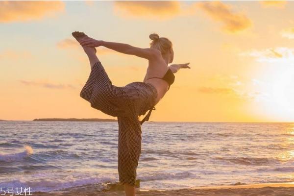 练瑜伽需要穿内衣吗 练习瑜伽的常识