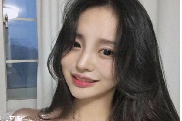 网红八字刘海怎么卷 2018新款八字刘海发型