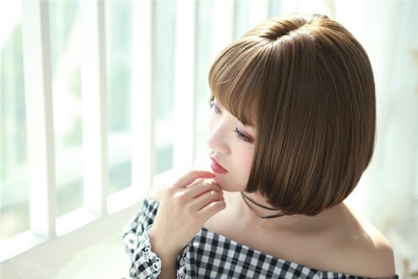 脸圆脖子短适合什么发型 脸圆脖子短的女生发型