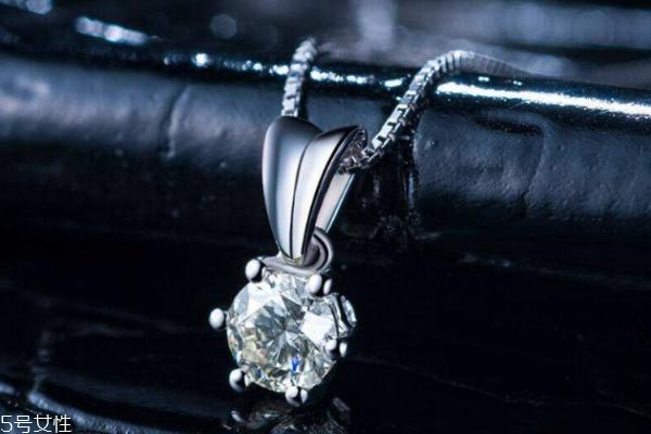钻石项链睡觉能戴着吗 最好不要这样做