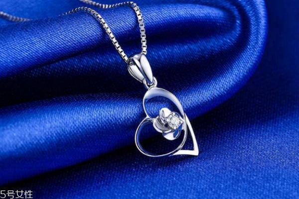 钻石项链链子是铂金吗 很多材质可以选