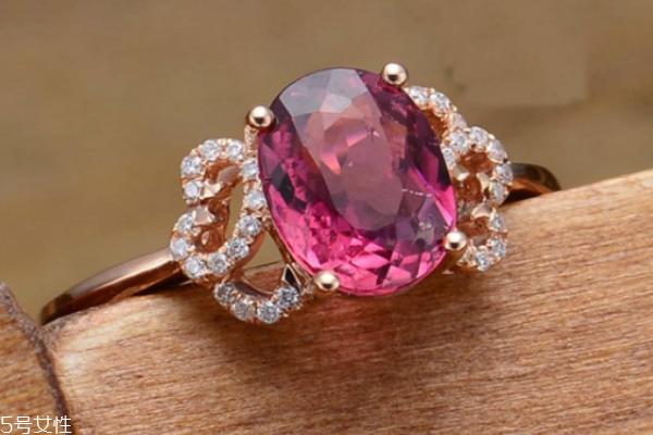戴碧玺戒指要注意什么 什么样的碧玺戒指有收藏价值
