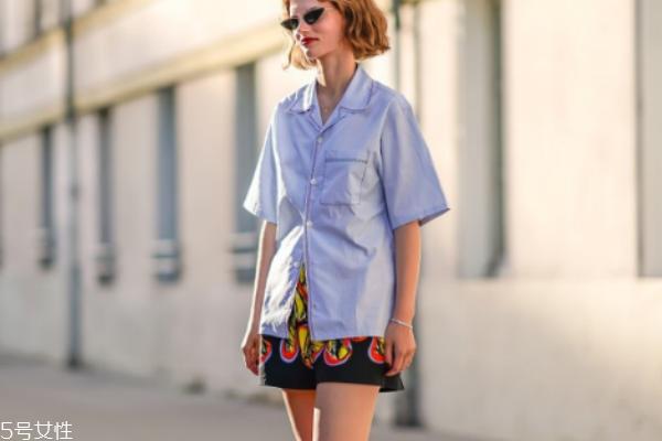 短袖衬衫搭配什么裤子 夏季时髦必备款
