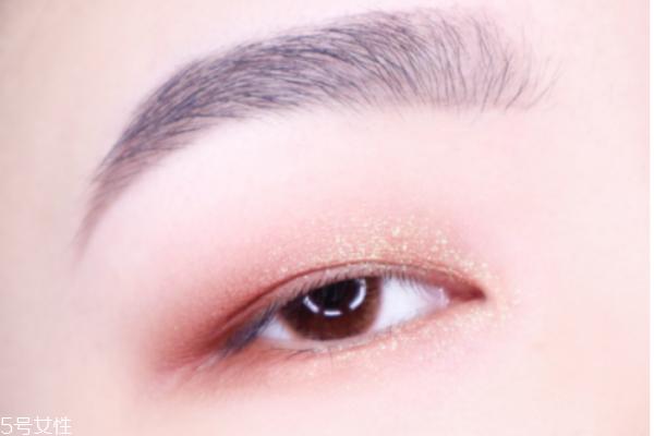 单眼皮眼妆的画法步骤图片 最流行的单眼皮眼妆画法
