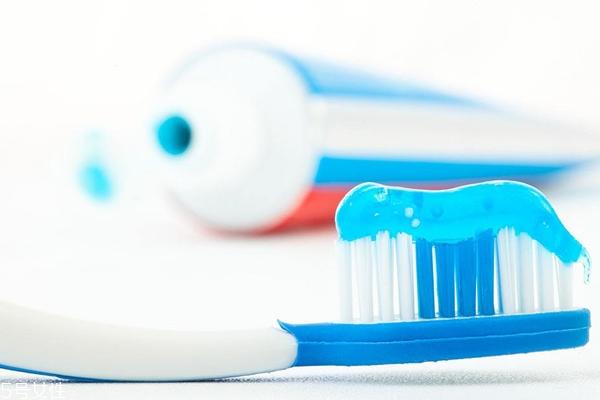 儿童可以用含氟牙膏吗 适合成人使用