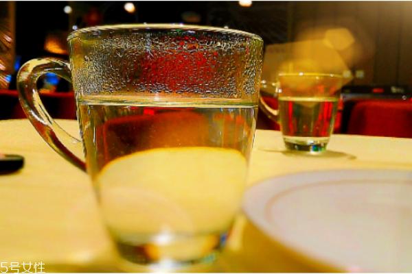 白开水放多久不能喝 隔夜白开水的危害