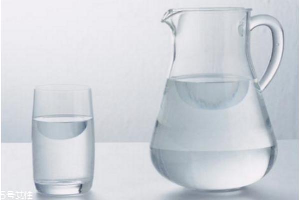 白开水喝多了有什么危害 白开水的妙用