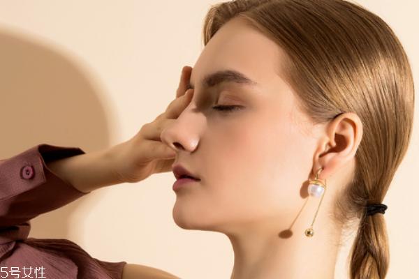 大耳垂适合什么耳环 轻松打造气场