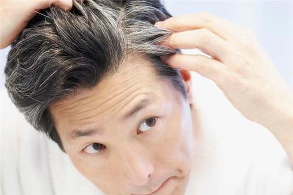 头发白是什么原因引起的 不能治愈的白发病