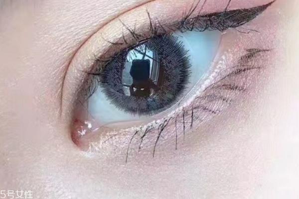 非离子美瞳含水量高吗 眼干不要用