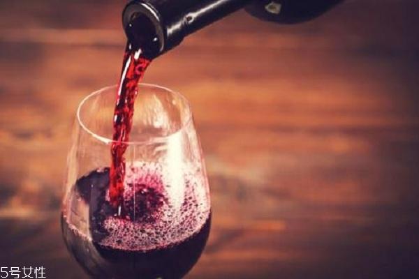 喝红酒可以祛痘印吗 安全又有效
