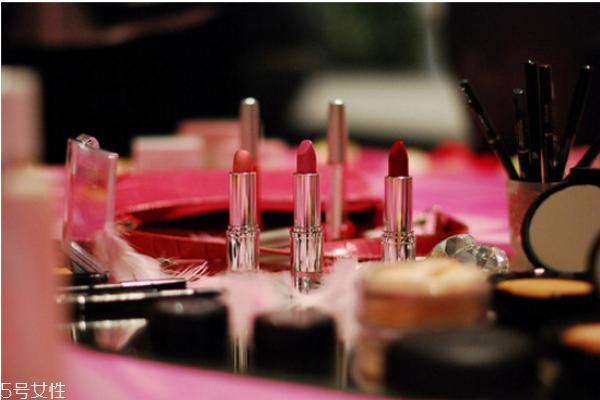 过期的化妆品用了会怎么样 使用过期化妆品的危害