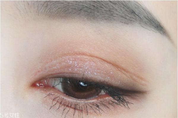 日常深邃眼妆步骤 立体眼影画法