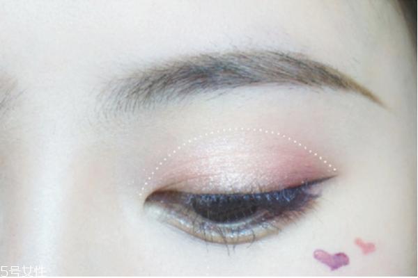 鱼泡眼眼妆图片