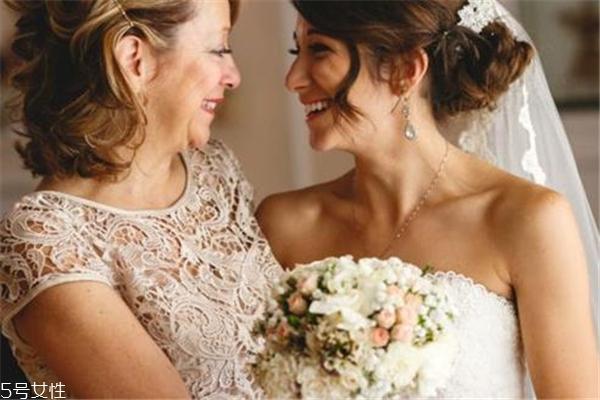 女儿结婚妈妈穿什么衣服 掌握这些法则
