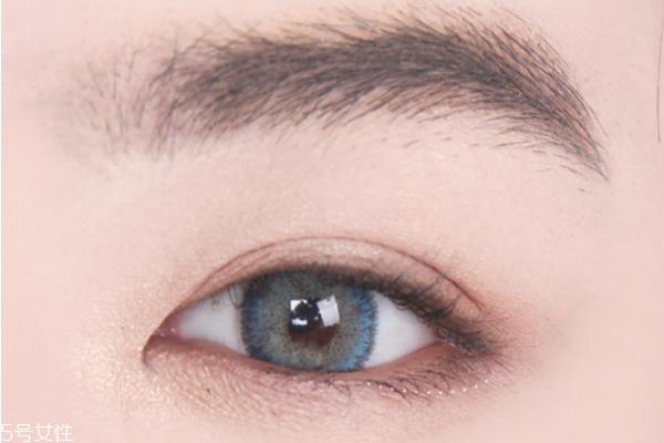 如何画下垂眼妆 网红无辜下垂眼妆