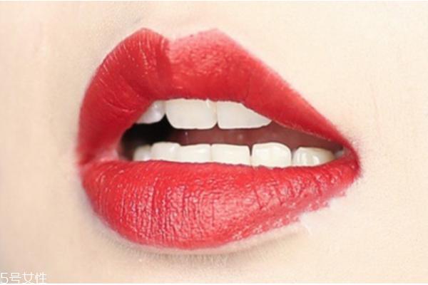 红唇怎么画好看 一支唇膏打造八种唇妆