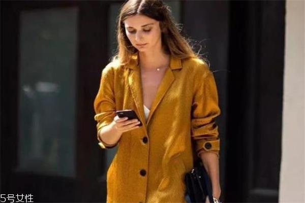芥末黄是什么颜色 秋季时髦全靠它