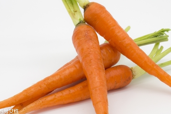 胡萝卜为什么要用油炒 这是认识误区