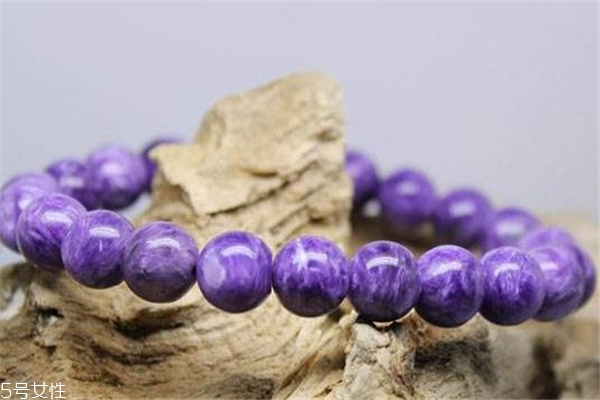 紫龙晶戴哪只手 水晶佩戴有讲究