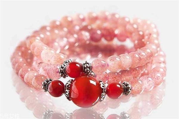 草莓晶戴哪只手好 水晶佩戴很讲究