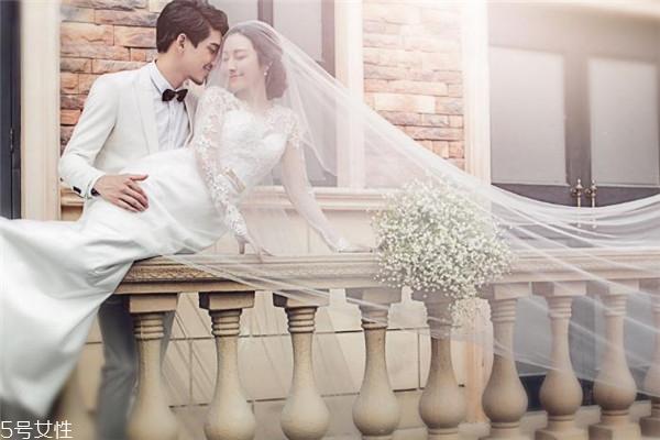 拍婚纱照一般几套衣服 看个人情况