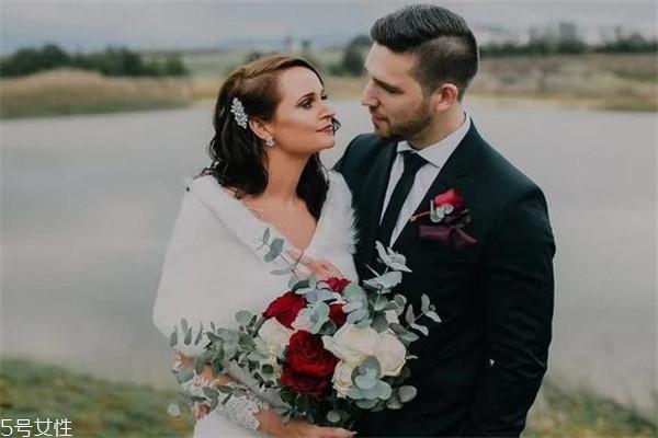 冬天结婚穿什么衣服 颜值与保暖兼具