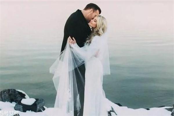冬天结婚穿婚纱冷怎么办 教你几个小妙招