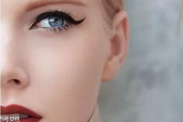 猫眼妆画法步骤图 韩国慵懒猫眼妆画法