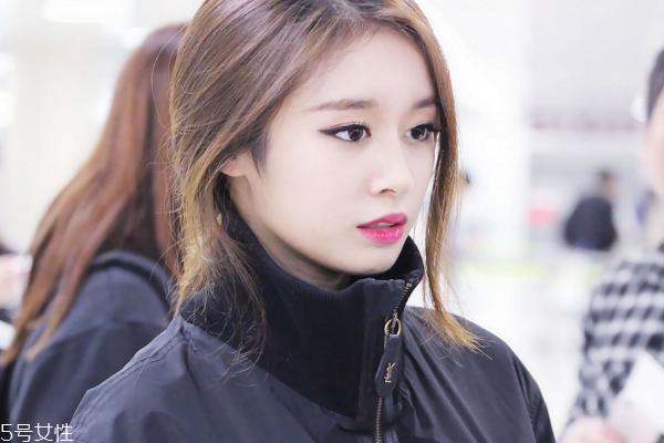学朴智妍韩式猫眼妆画法步骤图片