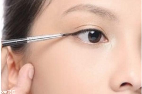 初学者怎样画眼线 各种眼型的眼线画法