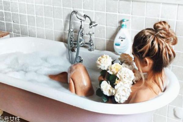 泡澡减肥有效果吗 不想上健身房就来泡澡吧