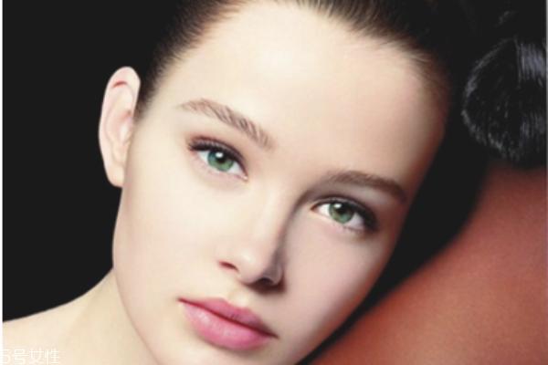 怎么去除眼部皱纹和黑眼圈 去黑眼圈最有效的方法