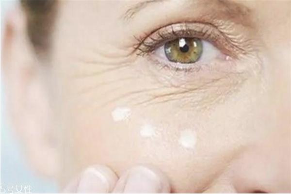 如何预防眼睛长鱼尾纹 让年龄冻结在眼部