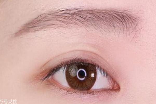 眉笔什么颜色好看自然 这4种让你的气质up