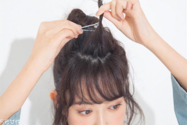 短发半丸子头的扎法图解 短发半丸子头扎法教程