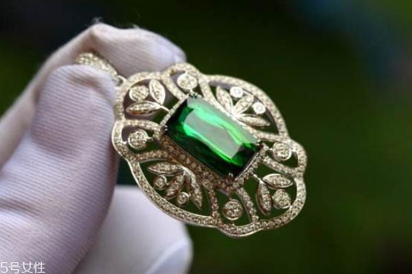 铬绿碧玺是什么颜色 大多数为绿色